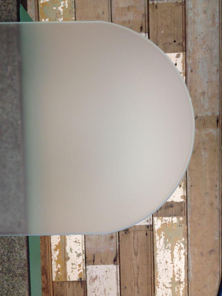 Diverse glasplaten (gehard, dus 5x sterker en hittebstendig tot 180 graden)   Te gebruiken als scheidings-/ spatwand in bijv. badkamer. Of als achterwand in je keuken.  TIP: Je kunt de achterkant van de plaat prima met een autolak in je favoriete kleur verven. Of je gaat een sidetable maken. het glas kan ook buiten gebruikt worden. Kijk voor de maten in de advertentie: http://link.marktplaats.nl/772557157  Of bel 0527-614120  www.glasxtra.nl