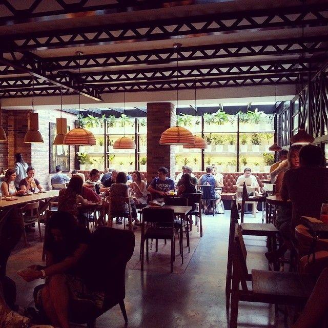 Baluard (@ Praktik Hotel) - c/Provenza entre Lluria y Pau Claris. Barcelona. Ideal para desayunos y meriendas y tambien para comidas rápidas infornales.