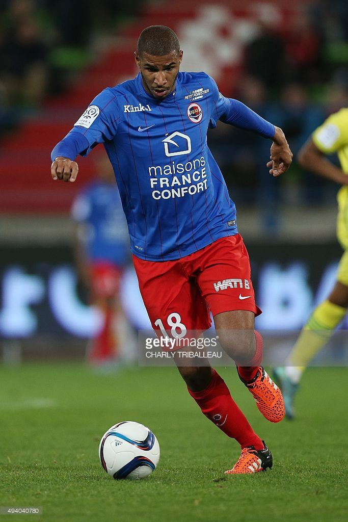caens-frenchbeninese-midfielder-jordan-adeoti-runs-with-the-ball-the-picture-id494040780 (683×1024)