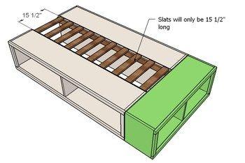 こんな感じで、壁に接していない面に収納を作ります。小さめのカラーボックスを利用しても良いでしょう。