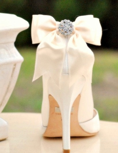 bows for wedding shoes! love #weddingshoes #wedding #shoes