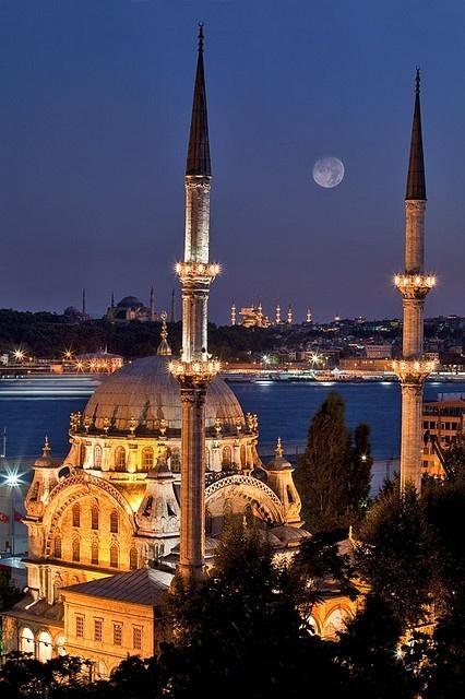 Istanbul More news about worldwide cities on Cityoki! http://www.cityoki.com/en/ Plus de news sur les grandes villes mondiales sur Cityoki : http://www.cityoki.com/fr/
