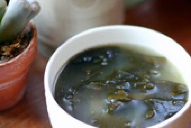 Korean Seaweed Soup (myuk gook) - Naomi Imatome