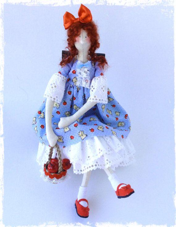 Muñeca de estilo textil Tilda! Chica alegre juguetón, déle al niño un montón de alegría y felicidad! es un regalo inolvidable y además de habitación de los niños interiores.