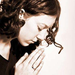 Conheça a oração para afastar maus espíritos da casa