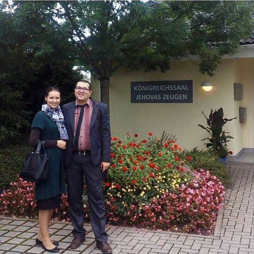 Shared by emanuel.baboiu Beautiful flowers at the Kingdom Hall in Weingarten, Germany Thank you  #jw#jworg#jwonly#jwhappypeople#jehovahswitness#jehovah#jehovahswitnesses#bestlifeever#Love_jehovah_from_your_heart
