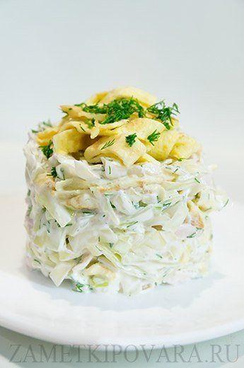 9 вкусных салатов! 1.Салат из белокочанной капусты с курицей и яичными блинчиками Состав: Яйца – 2 шт Молоко – 2 ст.л. Куриная грудка – 1 шт (~ 200 гр) Белокочанная капуста – 300 гр Укроп – 2-3 веточки Майонез, соль Приготовление: Куриную грудку отварить, чтобы она осталась мягкой можно воспользоваться этим рецептом. Яйца смешать с молоком, и слегка смазанной растительным маслом сковороде пожарить тонкие блинчики. В зависимости от размера сковороды должно получиться 2-4 блинчика. Капусту…