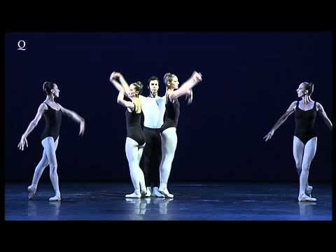 "George Balanchine: The Four Temperaments  THE FOUR TEMPERAMENTS MUSIK Thema mit vier Variationen für Klavier und Streichorchester Die vier Temperamente"" von Paul Hindemith CHOREOGRAPHIE George Balanchine  The George Balanchine Trust MUSIKALISCHE LEITUNG Christoph Altstaedt KOSTÜME nach Kurt Seligmann LICHT nach Jean Rosenthal EINSTUDIERUNG Patricia Neary KLAVIER Dirk Wedmann Ballett am Rhein Düsseldorf Duisburg Duisburger Philharmoniker PREMIERE 14. Oktober 2010 Theater Duisburg im Rahmen…"