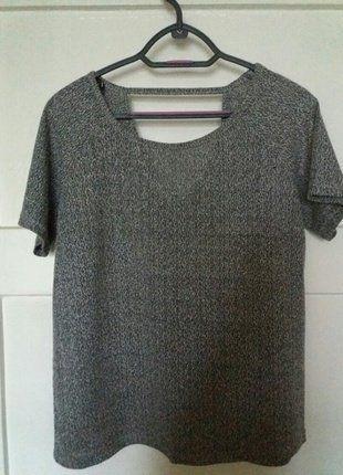 Kup mój przedmiot na #vintedpl http://www.vinted.pl/damska-odziez/koszulki-z-krotkim-rekawem-t-shirty/18095046-szara-koszulka-z-wycieciem-na-plecach