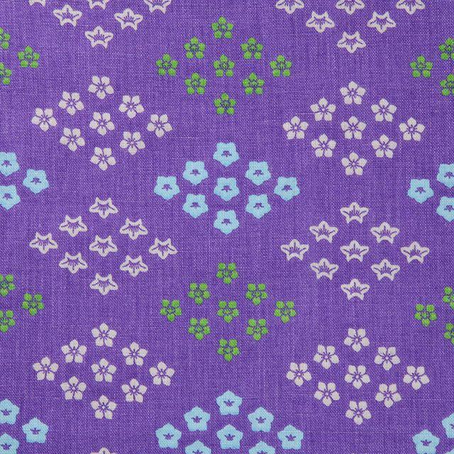 【団花文 秋冬 ききょう(中川政七商店)】/天平文化を代表する花柄「団花文」。「宝相華」や「唐花」をモチーフにした花を円形に構成した文様です。一対の花を向き合わせて円形にしたものや、四弁、六弁、八弁の花弁を放射状にしたものなどがあります。菊、椿、桔梗など秋冬の花を手捺染したテキスタイルです。 #japanesetextiles #textile #patterns