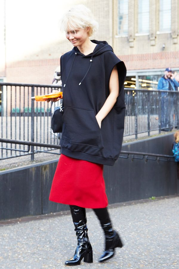 キアラ・フェラーニ,ストリートモードに着こなす、最旬パーカースタイル。【おしゃれスナップ】