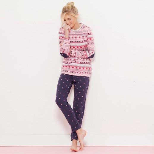 Pigiama da donna della linea notte Warm Me Up Yamamay. Il modello, in morbido e caldo pile, è composto da una maglia a maniche lunghe con fantasia...