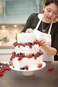 Torten: Eine dreistöckige Torte zum 60. Geburtstag