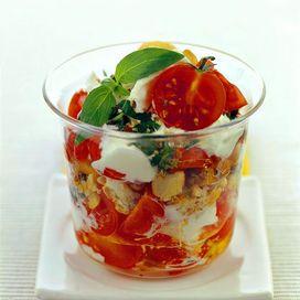 Ingredienti350 g di burrata400 g di pomodorini ciliegia150 g di tarallini ai semi di finocchio (oppure all