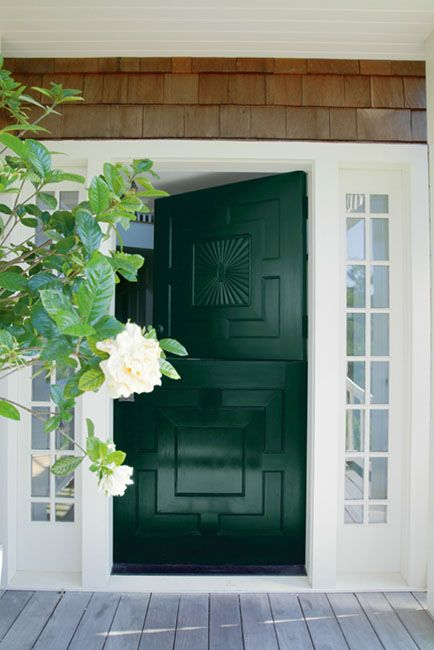 FRONT ENTRANCE IDEAS & INSPIRATION - Benjamin Moore's Forest Green 2047-10. Via @benjamin_moore