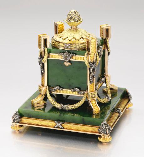 les 313 meilleures images du tableau sur pinterest bibelot bo te bijoux et. Black Bedroom Furniture Sets. Home Design Ideas