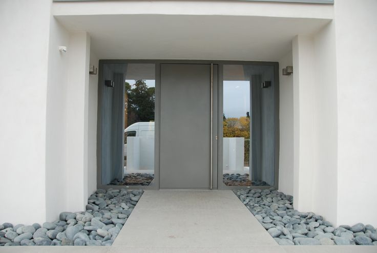 Porte d 39 entr e covermetal villa contemporaine architecte jean michel villot porte d for Entree maison contemporaine