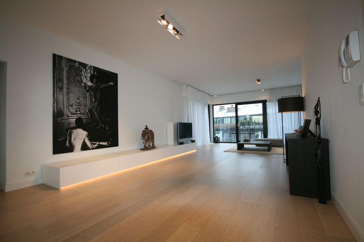 een tv meubel in lak met indirecte verlichting www.kast-id.be Super plaats voor foto!