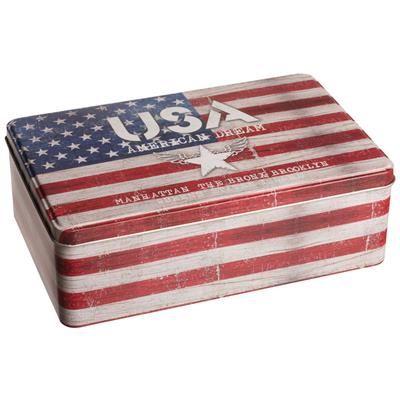 69,00 DKK. Dåse med Amerikansk flag. Stars and Stripes dåse med låg på to hængsler, fremstillet i metal. Dåsen passer fint at bruge som madkasse.  Dåsen med det Amerikanske flag er 13 x 20 cm stor og har en højde på 6,5 cm.