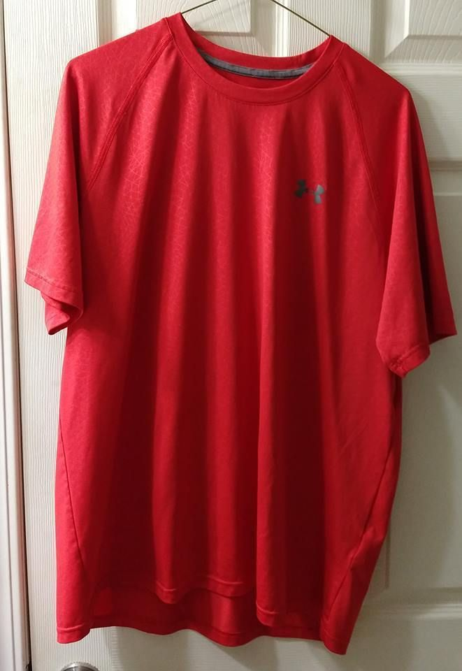 Size L New Mens Red /& Gray Under Armour Heat Gear Loose Fit Shirt