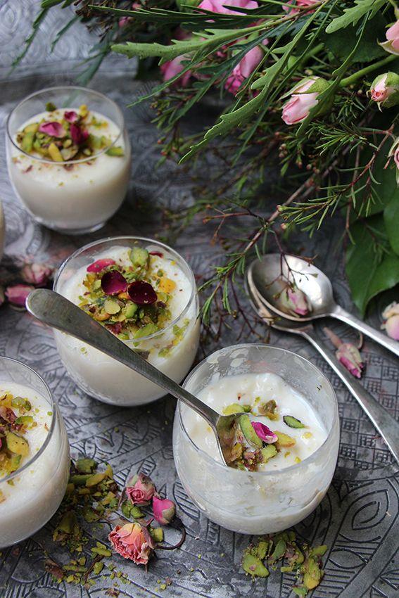 Aujourd'huinous vous proposons un mouhalabieh : une crème de lait à la fleur d'oranger. C'est un dessert traditionnel que l'on sert au Liban et en Syrie.Léger, onctueux et délicatement par…
