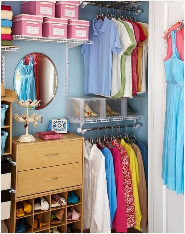 Closet well-structured and neat, always looks easy on the eyes. The size of a large wardrobe and small, not a problem if it can be given an attractive arrangement. We have collected some design ide…