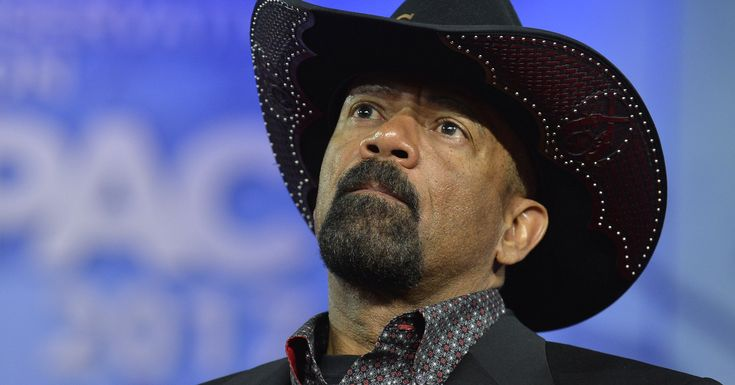 The former Milwaukee sheriff resumed tweeting after deleting messages promoting violence against the news media.
