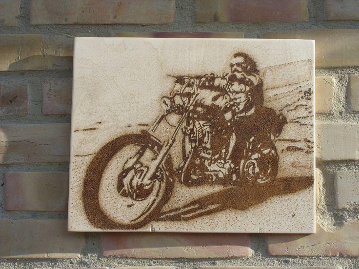 Szelíd motoros - kézzel égetett, pirográf kép (pyrography art)