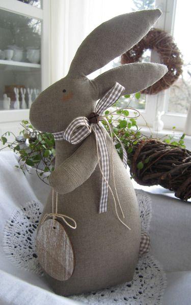 großer Osterhase mit Osterei im Landhaus-Stil von Feinerlei auf DaWanda.com
