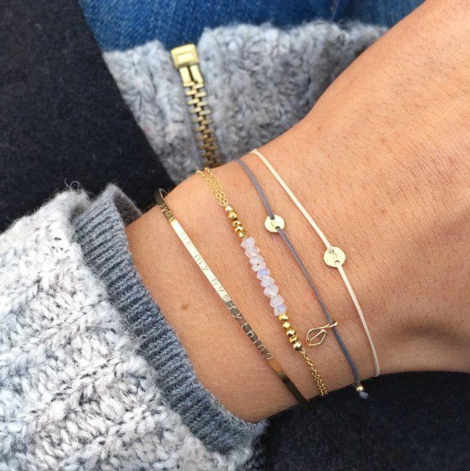 MAKARO Create Your Own - Tiny Initial Bracelet - Grau