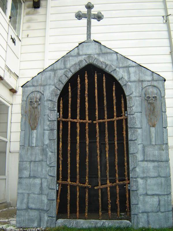 13 best halloween mausoleums crypts images on pinterest for Decoration maison horreur