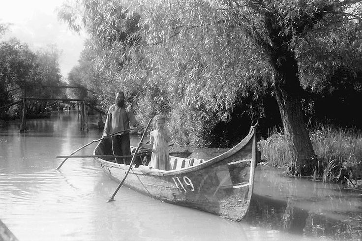 Дети рыбаков уже с детства знали,что такое рыбалка.