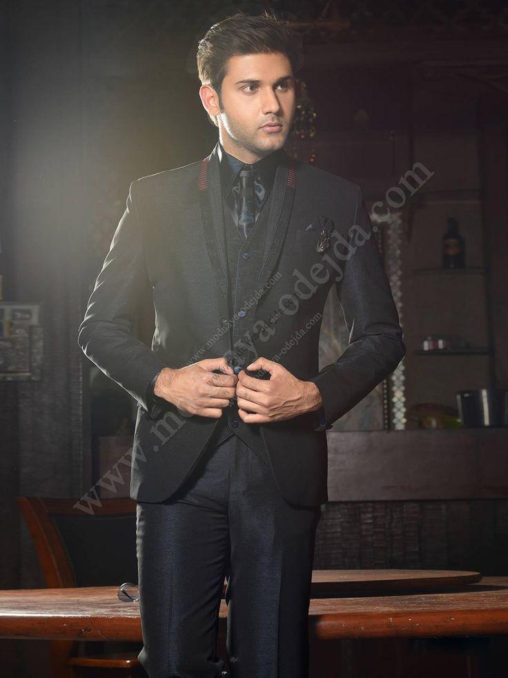 Чёрный мужской костюм-тройка (с жилетом)   шёлковая рубашка с галстуком