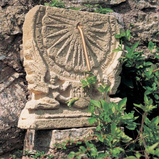 Antike Stein Sonnenuhr - Maja bei Gartentraum.de nur 382,00 €