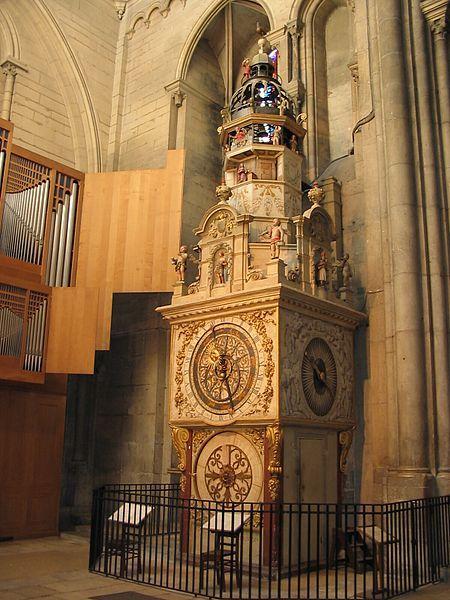 Cathédrale-primatiale St-Jean - Horloge astronomique - 1383 ( plusieurs fois remaniée depuis cette date)