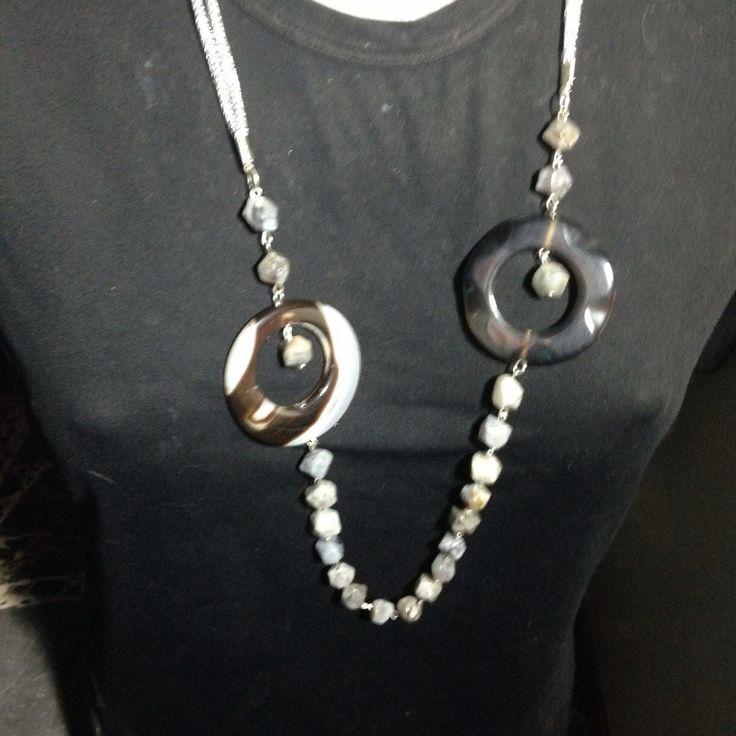 Semplice #collana in #pietre dure #grigie  Su www.oro18.eu #oro18 #bigiotteria #bijoux #jewelry