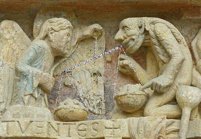 El Juicio individual, en Santa Fe de Conques, Auvernia (Francia) Pesada el alma en el juicio individual, el flagelo de la balanza se inclina hacia el lado del ángel