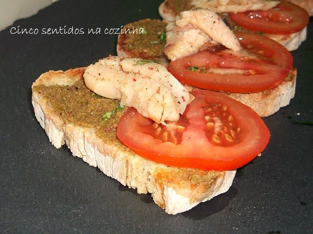 Cinco sentidos na cozinha: Tiborna com pasta de azeitona verde  e filetes de ...