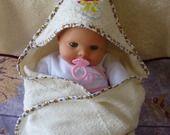 Cape de bain ou sortie de bain à capuche bébé en éponge de bambou brodée d'une tétine : Mode Bébé par ccb-by-nc