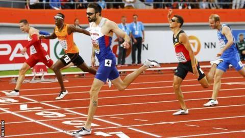European Championships: Martyn Rooney retains 400m title in Amsterdam - BBC Sport