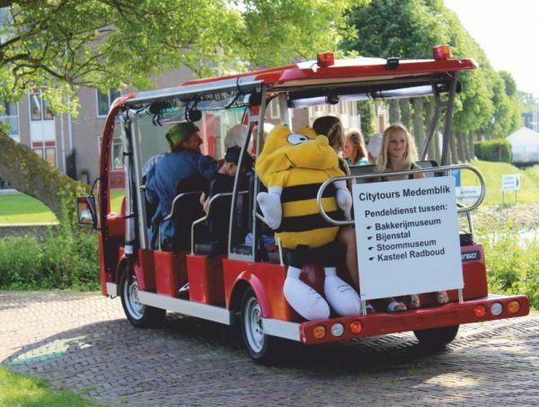 Medemblik en Hoorn bieden met de citytours een rondrit in milieuvriendelijke, elektrisch aangedreven shuttlebusjes door de historie van beide steden. De open elektrische bus maakt de musea en attracties in de omgeving optimaal bereikbaar.