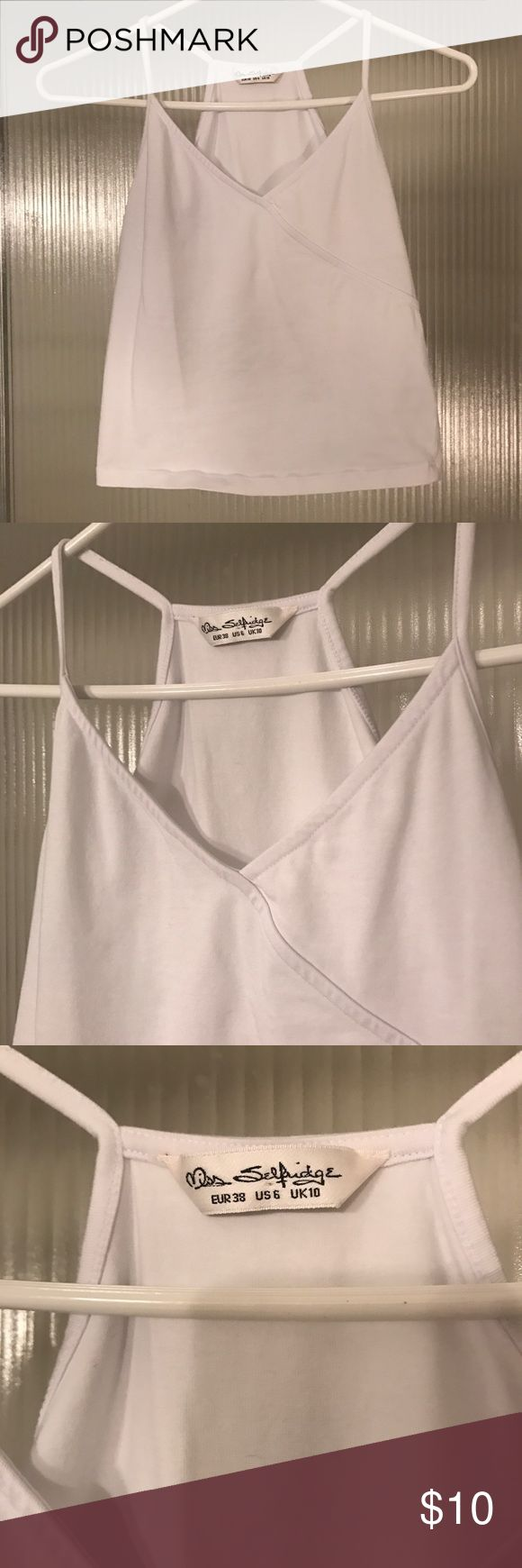 👛US Size 6 (S) White Crop Top Miss Selfridge👛 US Size 6 (Small, borderline Medium) crop top in white. Super versatile and comfortable. Phenomenal quality, shows no signs of wear. Miss Selfridge Tops Crop Tops
