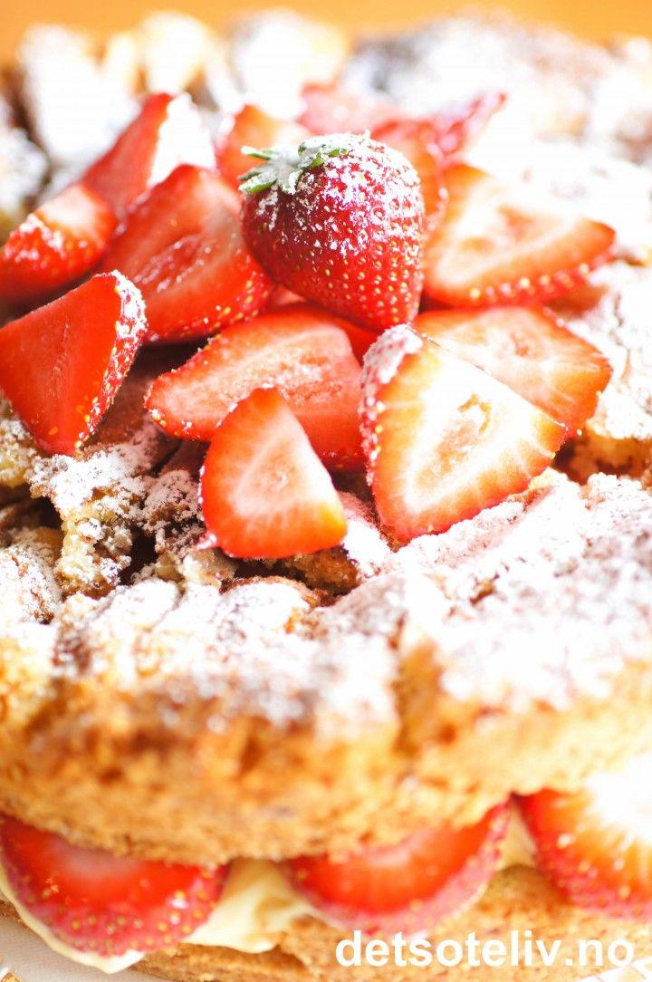 Eplekake med jordbær og vaniljekrem | Det søte liv