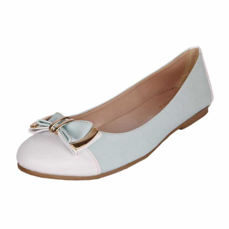 Beautiful ballerinas in soft light blue with white color. Soft synthetic leather and a distinctive decorative bow with golden details, comfortable and modern. In large sizes 42-45 from Big Shoes. http://www.bigshoes.gr/womens-shoes/flat-ballerinas/0100-11-02.html