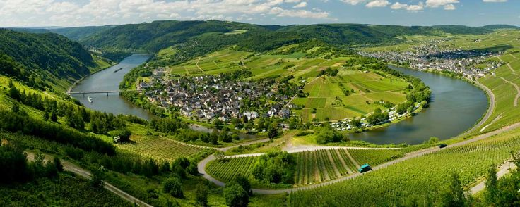 Holidays in Germany: Welcome to the romantic region around Rhine and Moselle