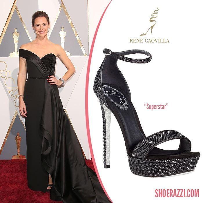 Jennifer Garner wore Ren Caovilla Superstar sandals to the 2016 Academy Awards.