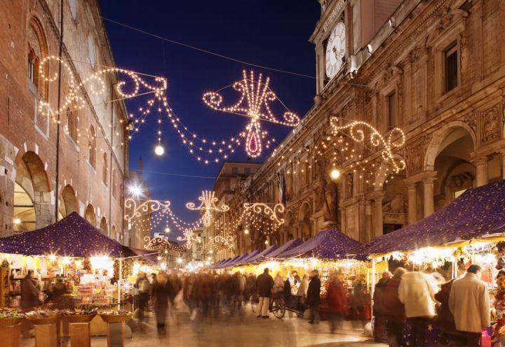 Mercatino di Natale in Piazza Mercanti #Milan