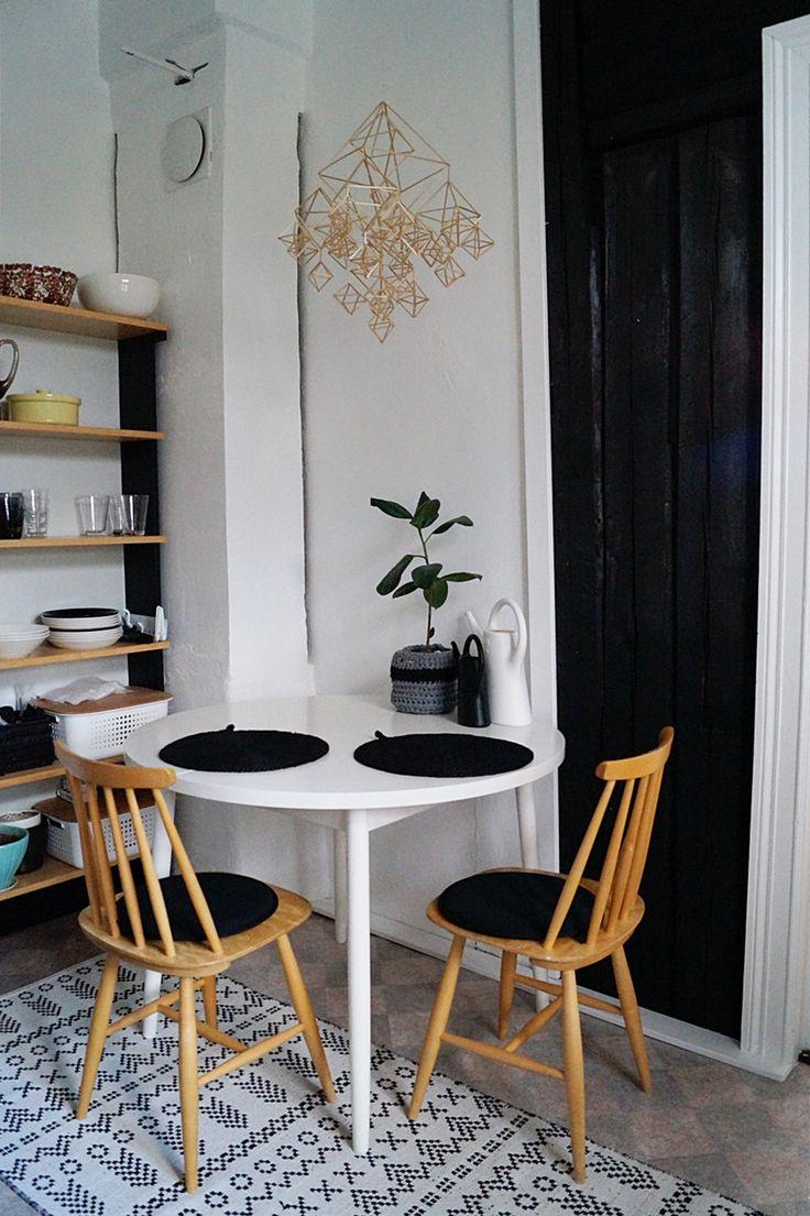 olkihimmeli, keittiö, hirsiseinä, pinnatuoli, 50-luku, mobile decoration made of straw, kitchen, diy, tee itse