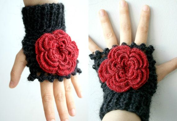 ETSY Free Shipping Black  Fingerless Gloves With Red par denizgunes, $35,00
