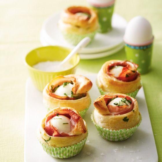 Deze eibroodjes zijn ook erg lekker met verkruimelde geitenkaas in plaats van ham. #pasen #ei #Jumbosupermarkten